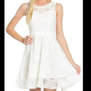 Doe & Rae sweetheart neck lace dress size small